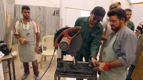 Syrian refugee metalshop trainees work at one of the vocational centres at a refugee camp in the Jordanian city of Mafraq, September 15, 2014 © Muhammad Hamed