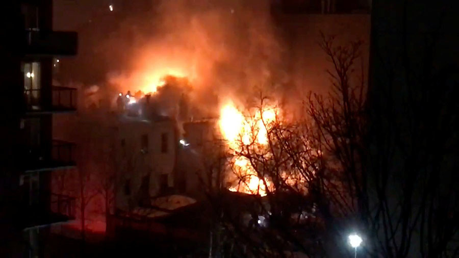 Fire crews battle 3-alarm blaze in Brooklyn, 3 firefighters hurt