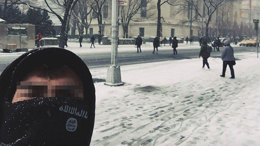 NYPD investigating ISIS supporters snapping selfies at Met & World Trade Center