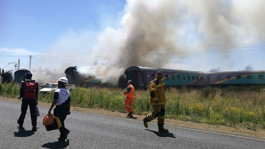 14 dead, hundreds injured as train derails in South Africa (PHOTOS)