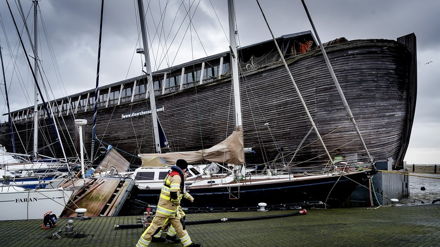 Noah's Ark smashes boats two-by-two in storm-hit Dutch harbour (PHOTOS, VIDEO)