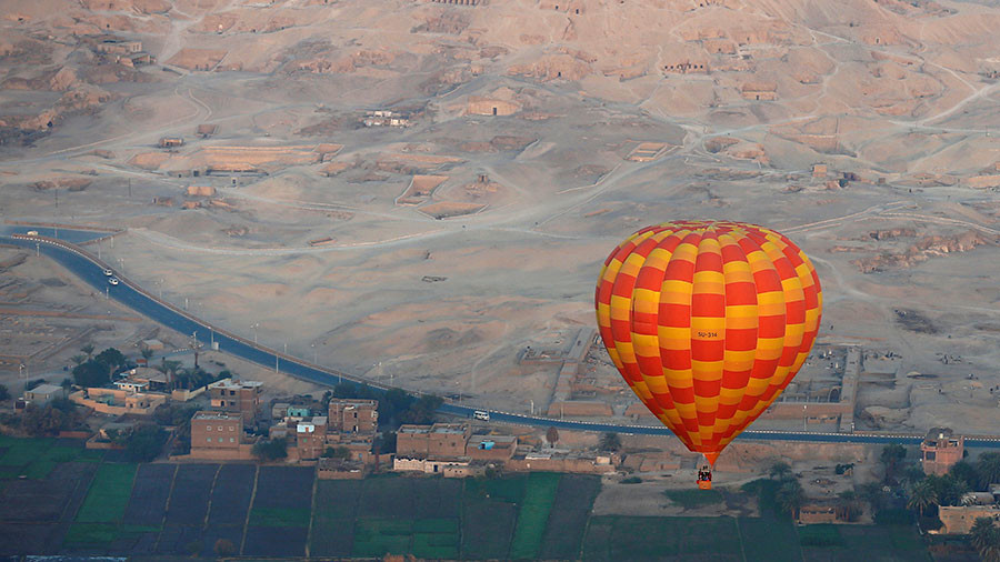 Hot air balloon carrying tourists in Egypt crashes