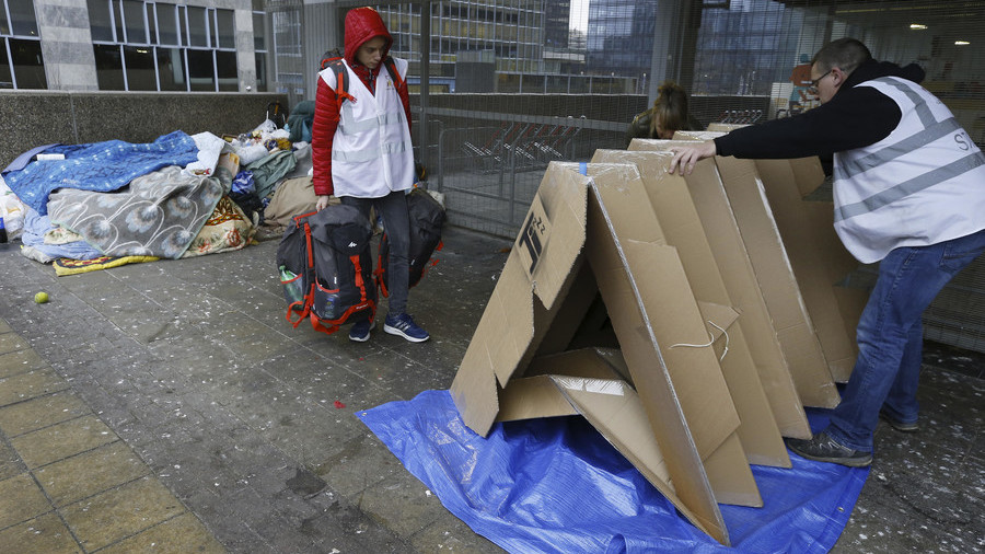 Homeless in Brussels receive portable cardboard tents to get through winter (VIDEO)