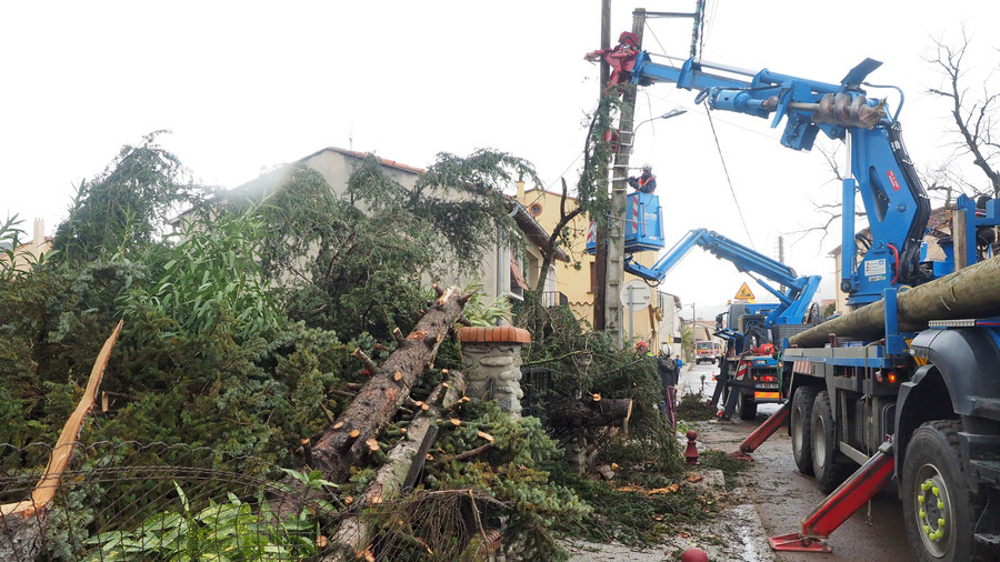 Tornado rips through 2 towns in French Pyrenees (VIDEO, PHOTOS)