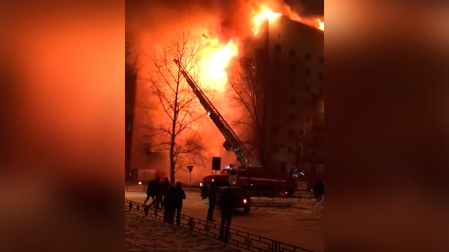 1 person killed in massive apartment block fire in Russia's Tyumen (VIDEO)