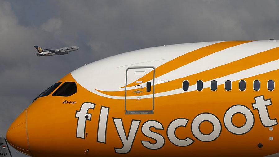 Plane damaged after unexplained collision with aerobridge (PHOTOS)