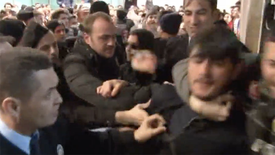 Arrival of Turkish star soccer player leads to scuffles at Istanbul Airport (VIDEO)