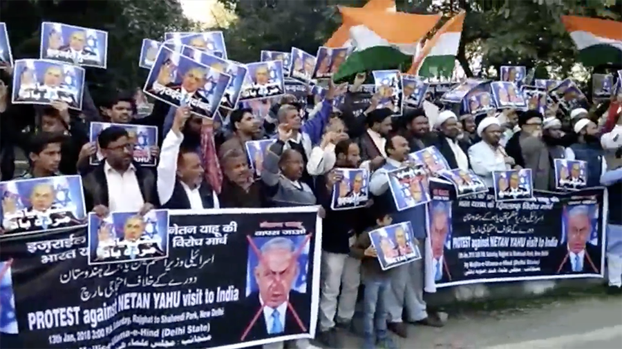 Protesters burn Netanyahu effigy in New Delhi ahead of 'historic' visit (VIDEO)