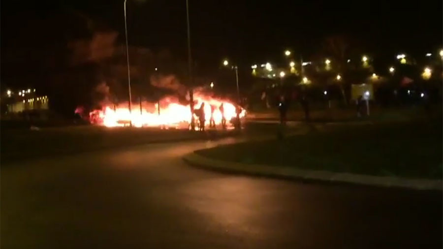 Barricades ablaze as French prison guards demand better security (VIDEO)