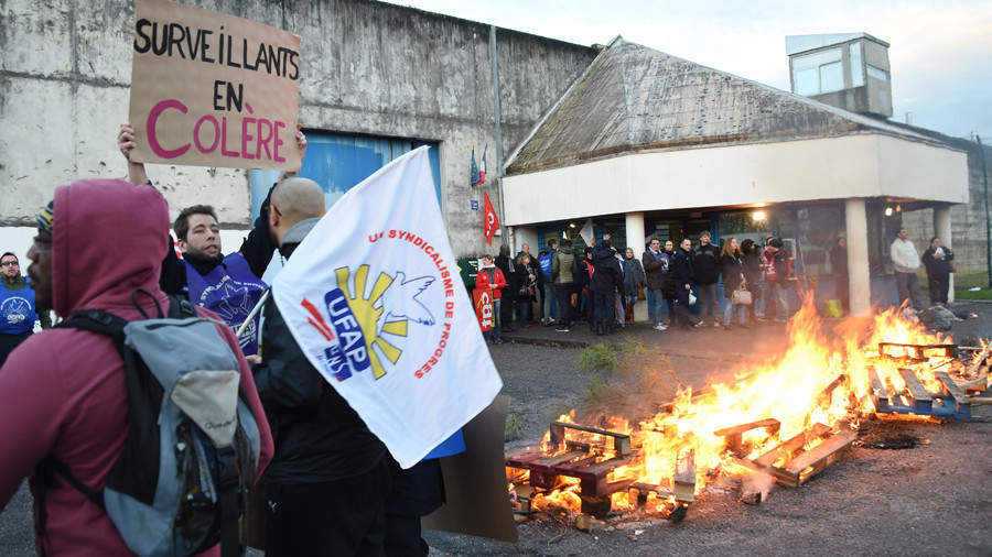 Convicted murderer attacks 7 French prison guards amid protests for extra security