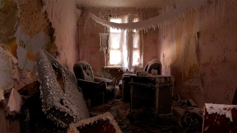 Abandoned home encased in glistening sheets of ice and snow (VIDEO)