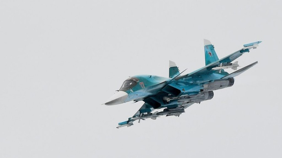 Get out the way: Russian warplanes land on highway as part of tactical drill (VIDEO)