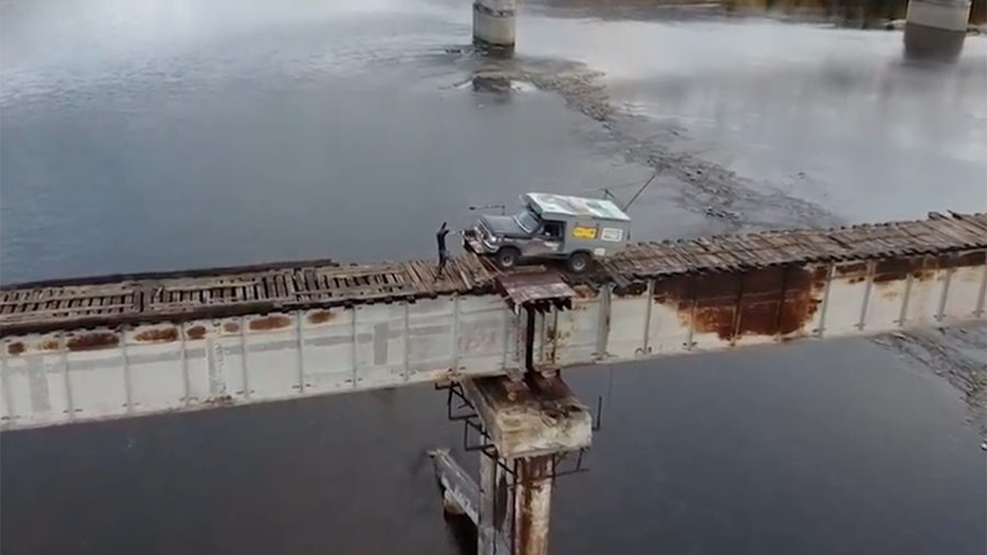 Meanwhile in Russia: Trucker risks drive across terrifying Siberian bridge (VIDEO)