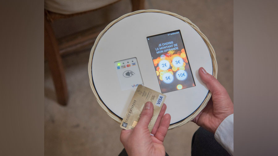 Digital devotees: Catholic church installs card payments units (PHOTO)