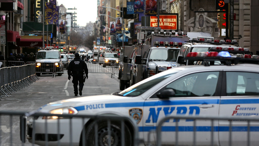 3 injured in Manhattan shooting near Empire State Building