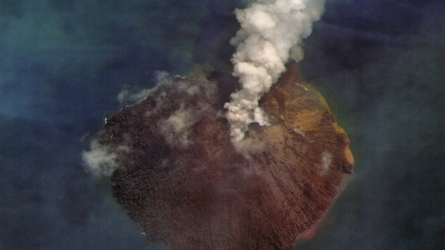 Satellite captures stunning close up image of volcanic eruption in Papua New Guinea (PHOTO)