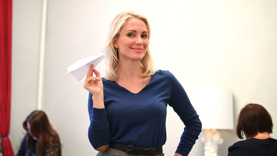 Russian socialite and rights activist Gordon quits presidential race