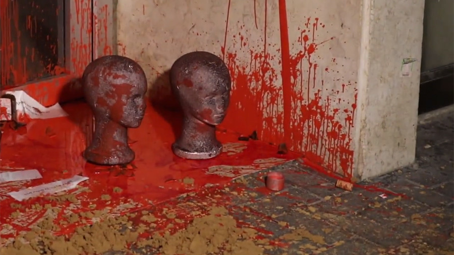 Doll heads covered in red paint left at Israeli migration office in anti-deportation stunt (VIDEO)