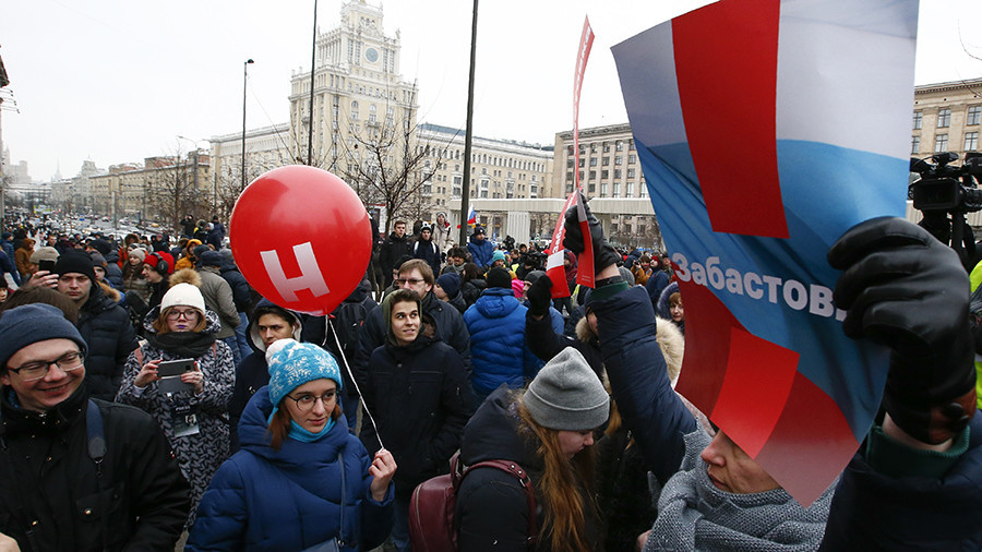 Protesters across Russia walk out in support of Navalny