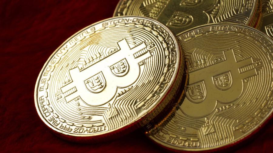 Eveniment istoric în fotbal: primul jucător achiziționat cu criptomoneda bitcoin