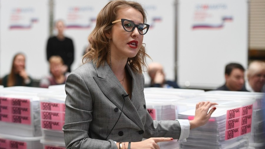 Sobchak submits supporters' signatures to Central Election Commission as deadline nears
