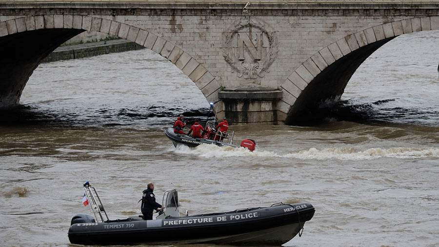 Search suspended amid fears for policewoman missing in Seine diving exercise