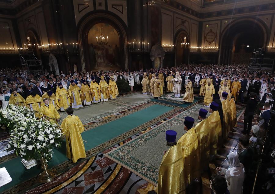 Russian Orthodox mark Christmas in midnight Masses