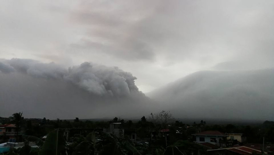 Philippines volcano alert raised to 'critical,' eruption possible 'within days' (PHOTOS, VIDEO)