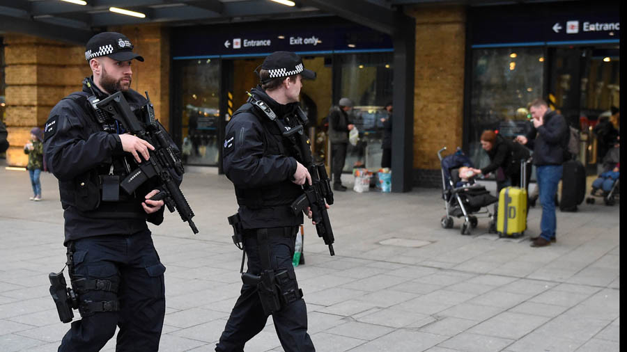 Kings Cross station briefly closed due to 'suspicious package'