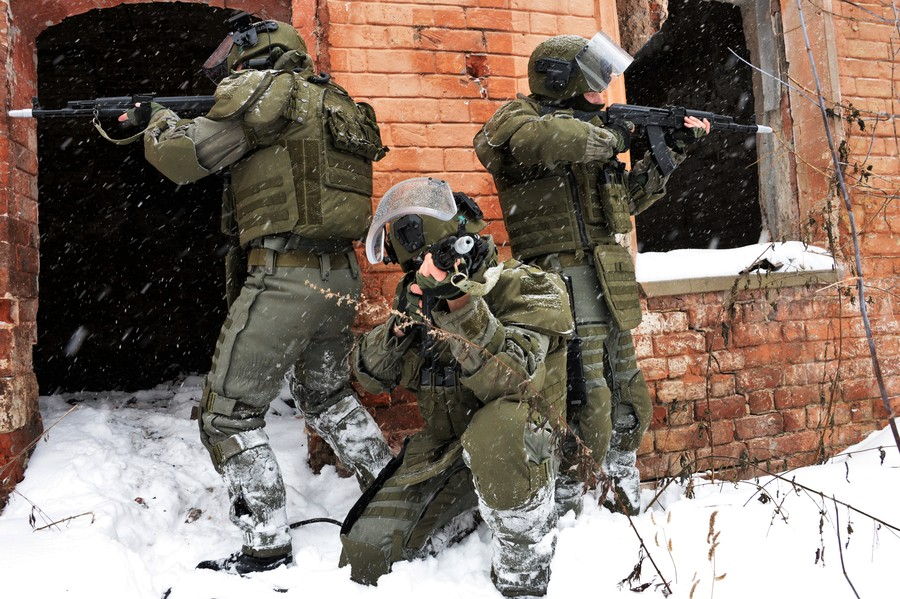 Russian combat engineers test new advanced assault suit (VIDEO)
