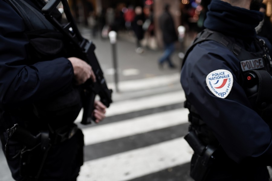 Drunk man goes on stabbing spree in Paris, 5 injured