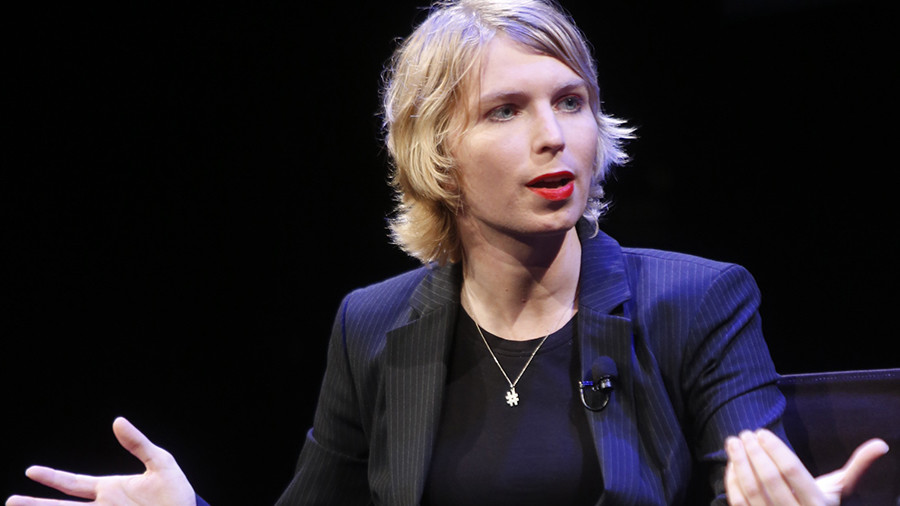 Chelsea Manning drops in to pro-Trump party in New York (PHOTO)