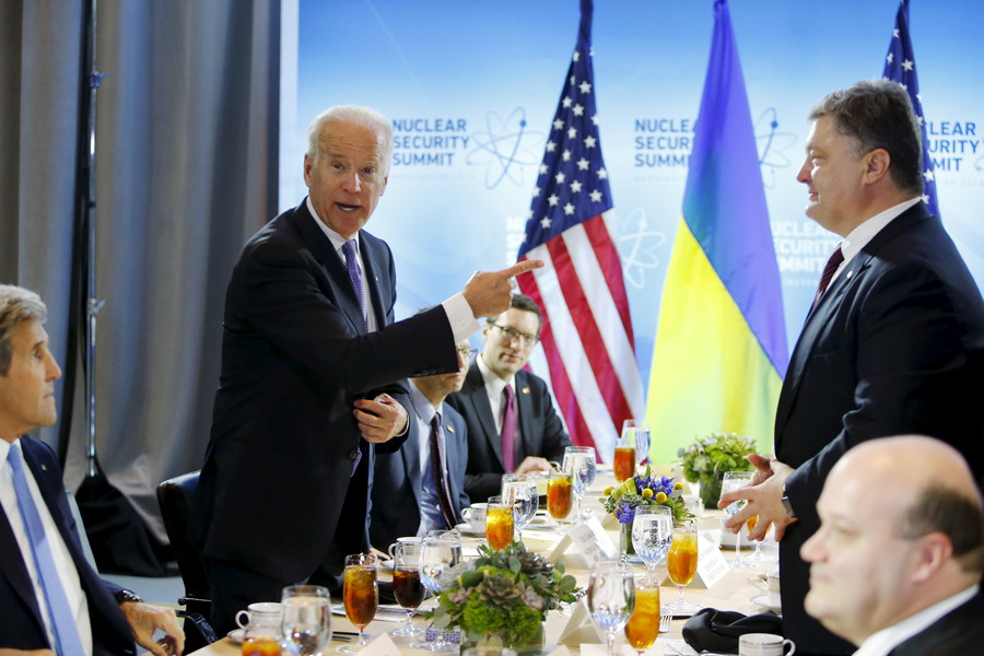 Sanctions & NATO pressure will make Russians look out of 'deep black hole,' Biden thinks