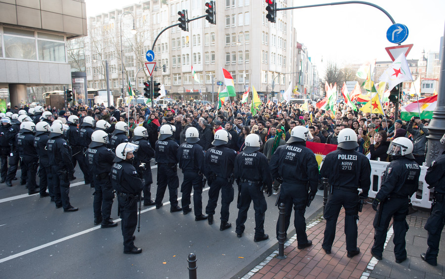 Clashes as German police break up massive Kurdish demo in Cologne against Turkey's Afrin op (VIDEO)