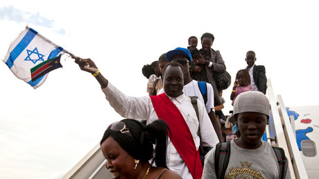 South Sudanese disembark from a plane from Israel that arrived at the airport in Juba June 18, 2012. © Adriane Ohanesian