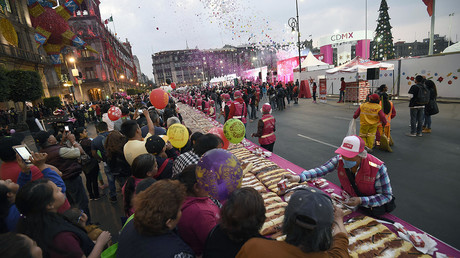Giant Three Kings Day cake shared in Mexico City on eve of Epiphany