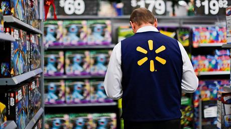 FILE PHOTO A Walmart worker © Eduardo Munoz