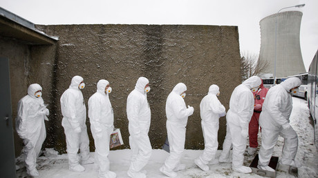 Workers wearing protective suits and masks exit a fallout shelter during a nuclear accident simulation at Nuclear Power Plant Dukovany March 26, 2013© David W Cerny