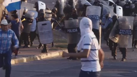 Police deploy water cannon & tear gas at anti-govt rally in Honduras