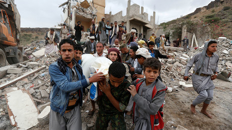 People carry the body of Muhammad Mansour recovered from under the rubble of a house destroyed by a Saudi-led air strike in Sanaa, Yemen August 25, 2017. © Khaled Abdullah