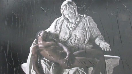 'Black Jesus': Virgin Mary cradles refugee in Italian artwork (VIDEO)
