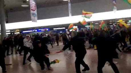 Kurds & Turks face off in violent brawl at Hannover Airport over Ankara's op in Syria (VIDEO)