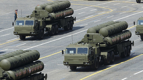 FILE PHOTO: Russian S-400 air defense systems . © Reuters