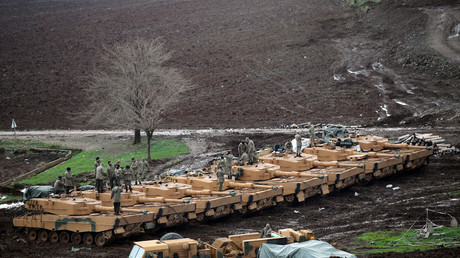 Turkish army tanks are seen near the Turkish-Syrian border in Hatay province, Turkey January 23, 2018. © Umit Bektas