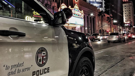 LA cop drags 18yo off metro 'for having feet on seat' (VIDEO)