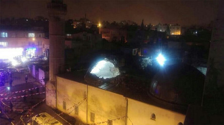 2 killed, 11 injured as rockets from Syria hit mosque & house in Turkish border town