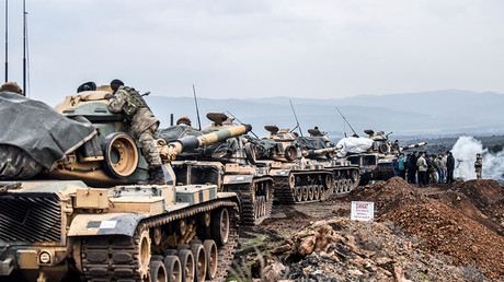 Turkish army troops gather near the Syrian border at Hassa, in Hatay province on January 21, 2018 © Bulent Kilic