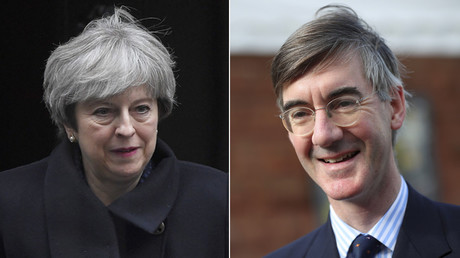 Theresa May(R), Jacob Rees-Mogg(L) © Reuters