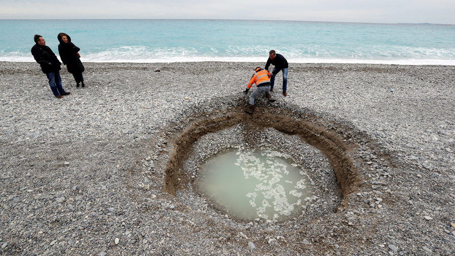 'Geyser? Volcano?' Locals puzzled by mystery sinkhole at Nice beach (PHOTO)