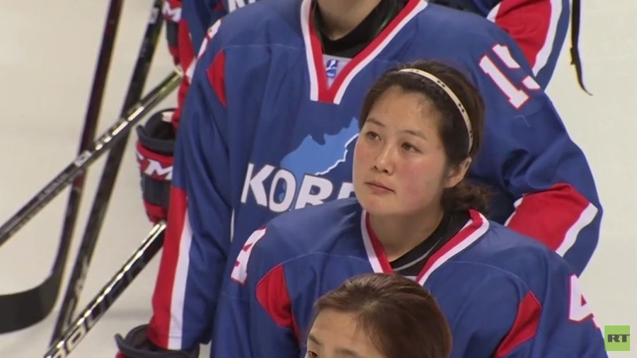 Protest & cheers at warm-up game for unified Korean Olympic hockey team (PHOTO, VIDEO)